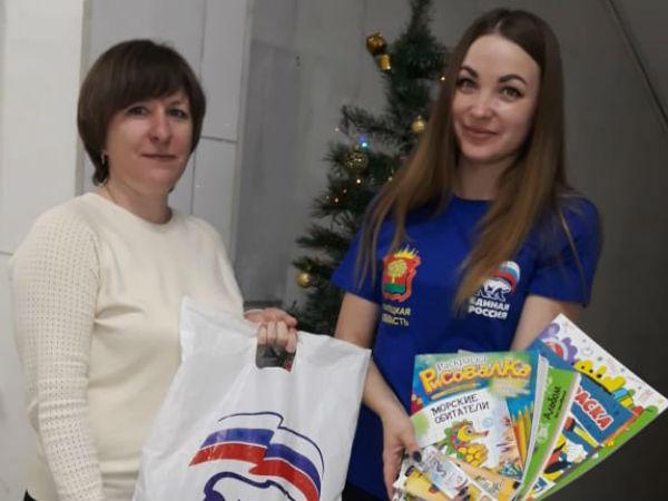 Единороссы Краснинского района поздравили с Новым годом детей из неблагополучных семей