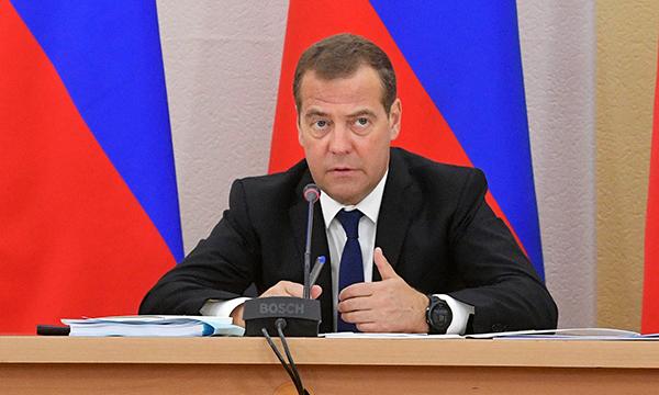 Около 235 млрд рублей будет направлено на развитие автодорожной инфраструктуры - Медведев