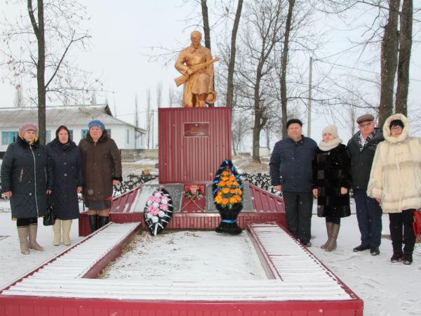 Воловские единороссы организовали акцию «Дорога памяти»